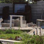 PROPALA LJUBAVNA VEZA ZAVRŠILA RUŠILAČKIM POHODOM Automobil mu je odvezla na otpad, a kuću u kojoj je živio SRAVNALA MU SA ZEMLJOM! (FOTO)