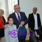 Školski pribor i torbe za učenike romske nacionalnosti (FOTO i VIDEO)