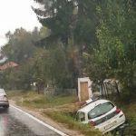 NIJE PRILAGODIO VOŽNJU USLOVIMA NA PUTU Policijski automobil završio u jarku