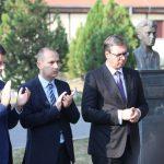 Vučić ispred Kliničkog centra u Mitrovici: Saznao sam da su Albanci blokirali još jedan deo puta kojim bi trebalo da prođem (FOTO)