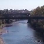 Pogledajte dramatično hapšenje, ni preplivavanje rijeke ga nije spasilo! (VIDEO)