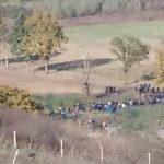 UZAVRELO NA GRANICI Migranti pokušavaju probiti kordone policije obje države (VIDEO)
