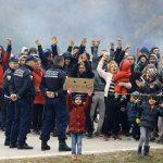 Migranti probili policijski kordon na granici, ima povrijeđenih (VIDEO)