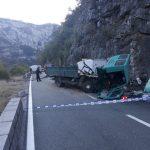 Teška nesreća u Dromiri: Jedna osoba stradala, dvije povrijeđene u sudaru tri vozila
