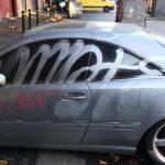 """Dva automobila u ovom hrvatskom gradu išarana pogrdnim riječima: Na jednom piše """"Ku**a"""", a na drugom nešto još strašnije (FOTO)"""