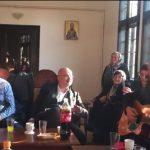 """""""Dogodine u Prizrenu"""" u Manastiru Gračanici, sveštenik svirao na gitari (VIDEO)"""