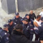 Kordon policije čuva električare u romskim naseljima VIDEO