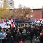 Srbi u Kosovskoj Mitrovici i dalje protestuju (VIDEO)