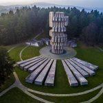 Spomenik Revoluciji na Kozari snimljen iz vazduha