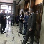 Opsadno stanje u Skupštini Crne Gore: Obezbjeđenje blokiralo plenarnu salu (VIDEO)