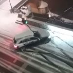 PRVI SNIJEG DONIO I PRVE PROBLEME Pogledajte kako vozač u Sarajevu ruši semafor (VIDEO)