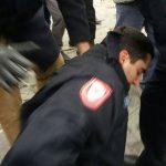 Napadnut policajac na Trgu Krajine; MUP poziva na uzdržanost od nasilja (FOTO)