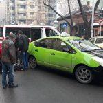 STRAVIČNA NESREĆA Prolaznici podizali automobil da izvuku pješaka koji je bio ISPOD VOZILA