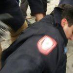 Pet osoba privedeno zbog napada na policiju