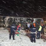 Užas na autoputu kod Leskovca: Makedonski autobus sleteo sa kolovoza, najmanje troje mrtvih (FOTO SA LICA MESTA)