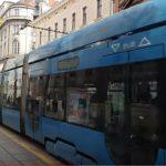 """""""ŽENE KAD SE NAPIJU SPAVAJU S NEZNANCIMA"""" Grad Zagreb polijepio seksističke plakate po tramvajima i šokirao svijet"""