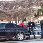 Automobilom punim migranata zabio se u ogradu (FOTO)