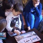 Mladi bračni par iz Prijedora osvojio Srpsku izumom drvenih didaktičkih igračaka (VIDEO)