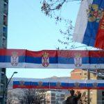 Sjever Kosmeta okićen srpskim i ruskim zastavama (FOTO)