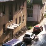 Ovo može samo u BiH: Ovako komšije peru auto(VIDEO)