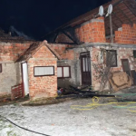 U Kamičanima izgorio krov stare kuće