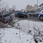 Na magistralnom putu u Kozarcu sudarila se dva Mercedesa