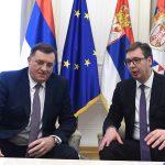 RAZGOVARALI O STRATEŠKIM PITANJIMA Vučić i Dodik se sastali u Beogradu, pa prisustvovali proslavi Dana branioca u ambasadi Rusije