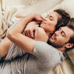 Šta sve može jedan zagrljaj: Zagrlite se s partnerom na ovaj način - blagodati su ogromne!