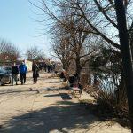 DANAS JE BIO DAN STVOREN ZA ŠETNJU PORED SANE Prijedorčani uživali uz rijeku, obale pune ribara