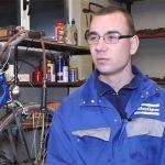 """""""ŽIVOT IMA STOTINU PREPREKA, BITNA JE UPORNOST"""" Zoran (24), iako je slijep, to ga ne sprečava da POPRAVLJA BICIKLE (VIDEO)"""