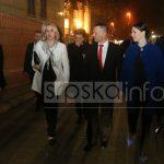 VEČE SA PRIJATELJIMA Predsjednica Srpske u ELEGANTNOJ KOMBINACIJI na predstavi u Banskom dvoru (FOTO)