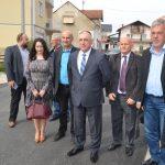 Gradonačelnik Prijedora Đaković obišao završne radove na asfaltiranju Partizanske ulice u Kozarcu (FOTO i VIDEO)