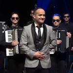 ODUŠEVIĆE VAS Školarci iz Prijedora na harmonikama sviraju hitove Majkla Džeksona (VIDEO)
