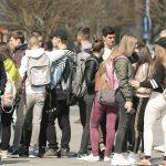 NEPOŽELJAN PIRSING, VULGARNOSTI, VRIJEĐANJA Škole u RS dobijaju jedinstvena pravila oblačenja i ponašanja