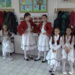 """Učenici OŠ """"Petar Kočić"""" priredili priredbu za majke i bake povodom 8. marta (VIDEO)"""