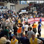 Podgoričke Vijesti: Sin ministra policije pljuvao košarkaše Zvezde (VIDEO)