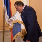 Zastava Republike Srpske pet mjeseci ispred kabineta Dodika