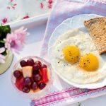 Ljudi koji preskaču doručak i jedu kasno uveče imaju 5 puta veće šanse da umru od ove bolesti
