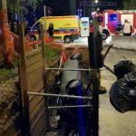 Nevjerovatna nesreća: Vozač cijelim automobilom upao u rupu FOTO