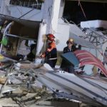 Zbog zemljotresa: Voda padala iz bazena sa nebodera VIDEO