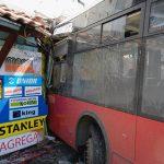 Autobus uletio u prodavnicu, troje povrijeđenih (FOTO/VIDEO)