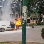 VOZAČ SE SPASAO Zapaljen kombi tokom vožnje kod Sarajeva