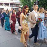 ULICA PREPUNA MATURANATA Učenici Elektrotehničke i Poljoprivredne škole iz Prijedora proslavili kraj školovanja