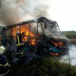 Prnjavor: Zapalio se minibus, vozač spriječio tragediju (FOTO/VIDEO)