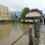 BUJICA IH NIJE OMELA U Prijedoru koji je POD VODOM za par sati počinju ulične trke