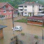 Bujice stvorile problem, poplavljen centar Svodne (FOTO/VIDEO)