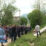 Miris tamjana i jecaji u Ledićima, 27 godina od nekažnjenog zločina nad Srbima (VIDEO)