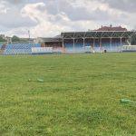 Zar ovako stadion treba da izgleda? Staklene flaše razbacane po terenu u Prijedoru