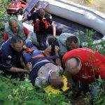 SLETIO U KANJON Spasilačka ekipa uspjela da dođe do vozača, prevezen u bolnicu (FOTO)