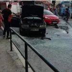 U Sarajevu izgorio automobil, gasili ga i migranti (VIDEO)